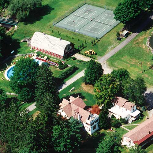 Homestead-Resort-Spring Best Family Vacation & Barn Wedding Resort