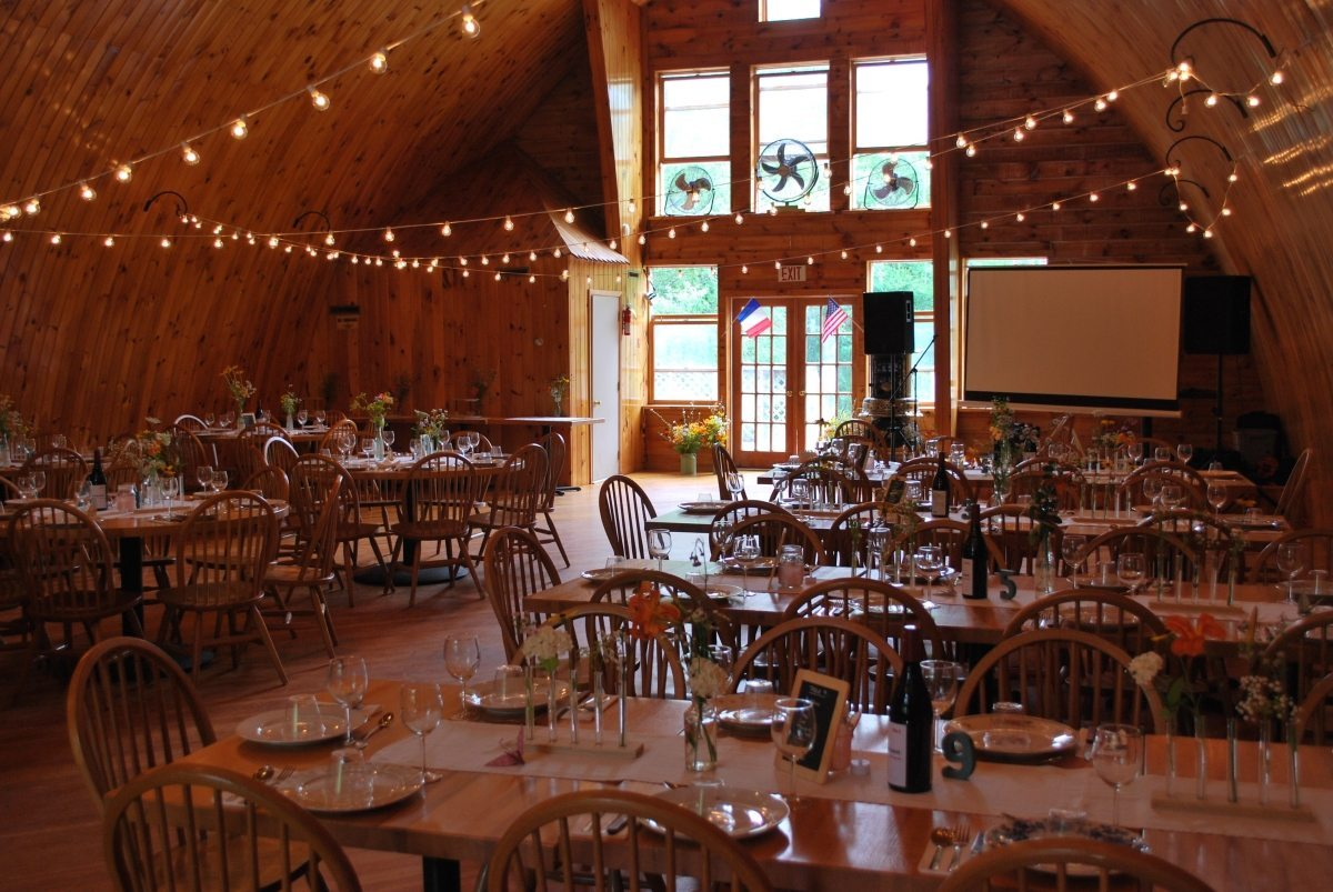 barn weddings table