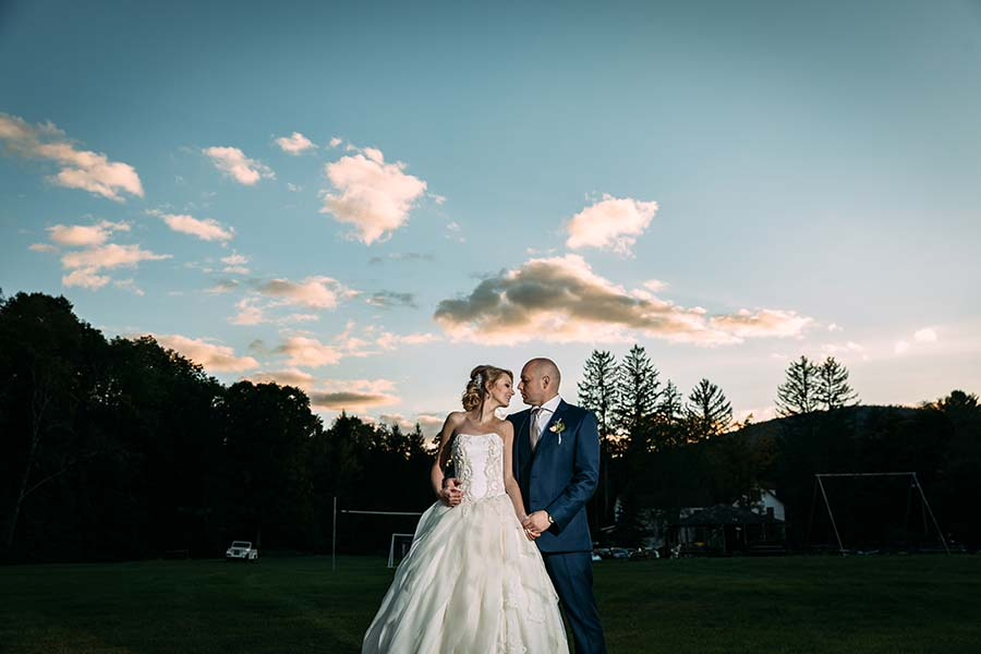 Wedding-couple-against-backdrop-of-catskills-mountains-in-margaretville-ny